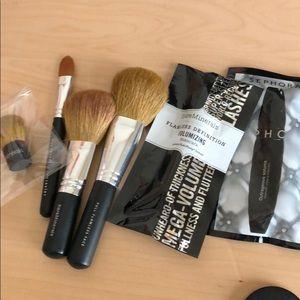 Bundle of BareMinerals make-up brush
